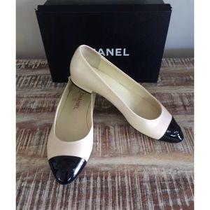 Chanel Ivory Black Cap Toe Flats size 10